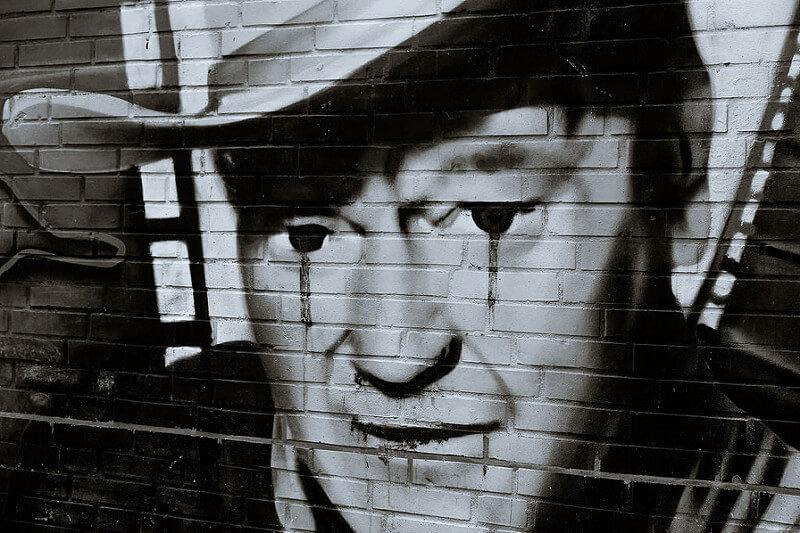 John Wayne weint