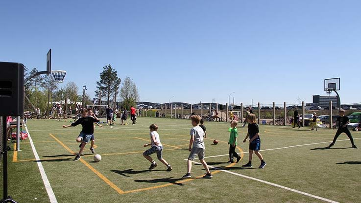 Jungs spielen Fußball - Vatertag auf Papalapapi
