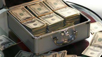 Ein Koffen mit Geld