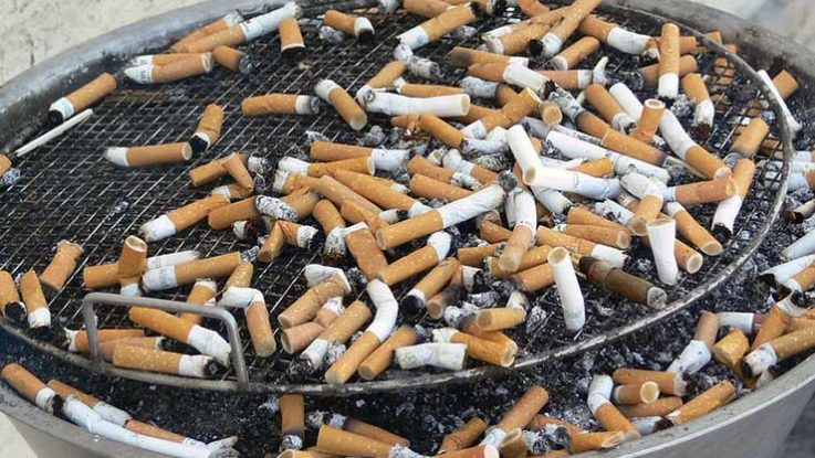 Ekliger Aschenbecher - Jetzt mit dem Rauchen aufhören