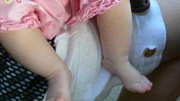 Babybeine und die schönsten Taufgeschenke für Jungs