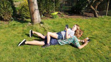 Horizontal Parenting im Garten