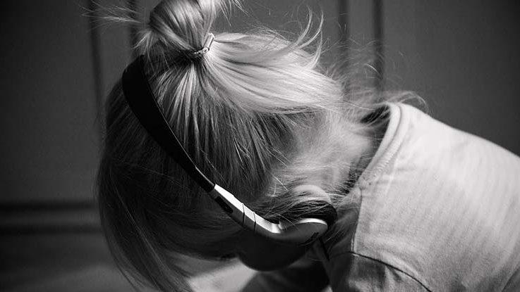 Hörbuchtipps für Kinder: Kind mit Kopfhörer