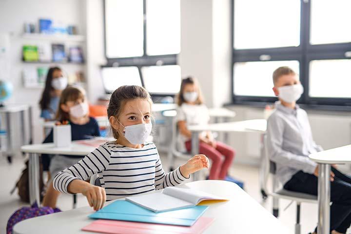 Schulunterricht mit Maske